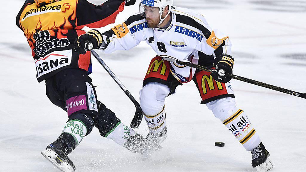 Luganos Steve Hirschi (rechts) will die Playoffs und damit seine Spieler-Laufbahn am Donnerstag noch nicht beendet sehen