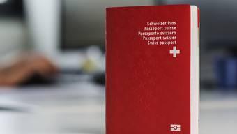 Der Schweizer Pass ist beliebt . (Archiv)