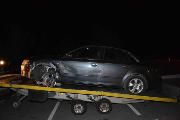 Ein Autolenker kollidierte nachts auf der A5 bei Biberist mit der Mittelleitplanke. Herumliegende Autoteile beschädigten auch Fahrzeuge auf der Gegenfahrbahn. Dabei wurde niemand verletzt.