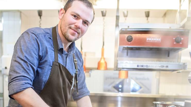 """Pascal Steffen in der Küche des """"Roots"""": Erst seit Dezember tätig, jetzt schon ausgezeichnet."""