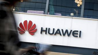 Die USA ziehen die Daumenschrauben gegen den chinesischen Konzern Huawei laut einem Zeitungsbericht weiter an. (Archivbild)