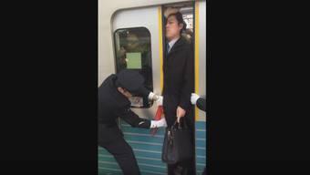 Pendler-Horror in der Tokioter U-Bahn: Nicht gerade ein Stimmungsaufheller.