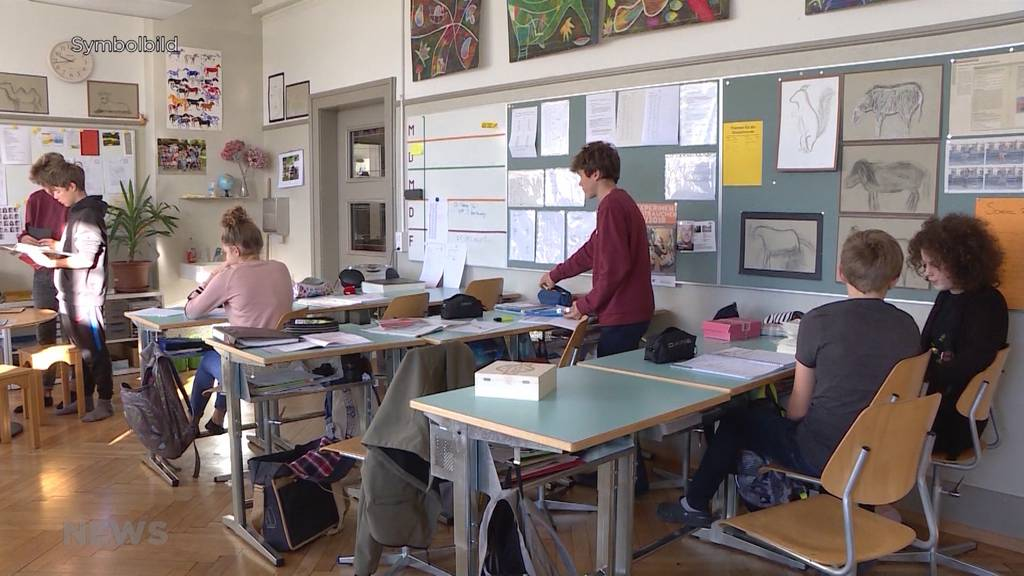 Köniz geht einen Schritt weiter: Maskenpflicht für Lehrpersonen auf allen Stufen