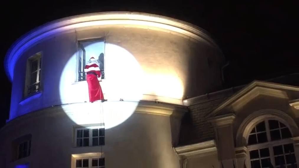 Im französischen Clamart fällt der Père-Noël vom Himmel