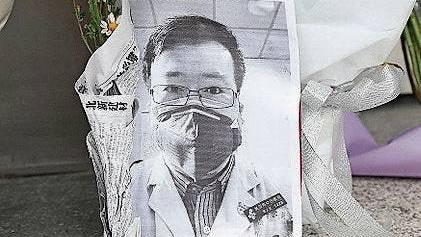 Gedenken an den verstorbenen Arzt Li Wenliang aus Wuhan.