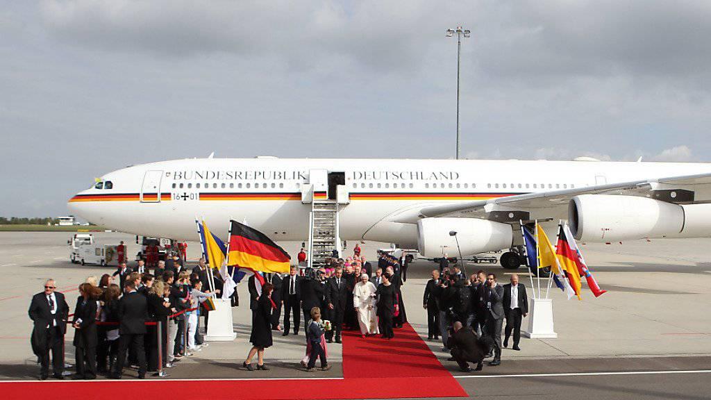 """Einer von 14 deutschen Staatsfliegern: Airbus A340 """"Konrad Adenauer"""". (Archivbild)"""
