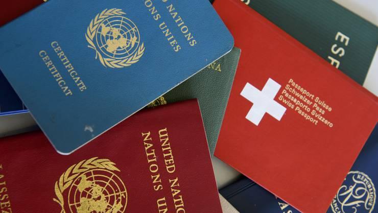 Der in Bern getestete eDoc-Reader liest und prüft die Personalien aus biometrischen Pässen oder Ausländerausweisen. (Symbolbild)