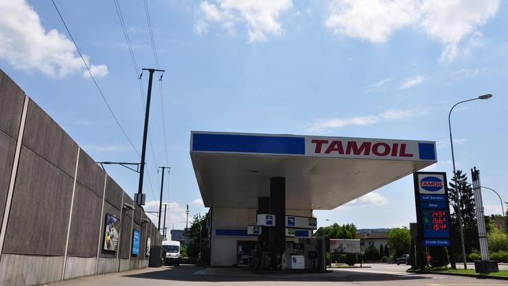 «Wenn ich komme, landen alle im Spital»: An dieser Tankstelle in Dietikon sollte ein Duell zwischen zwei Männern stattfinden.