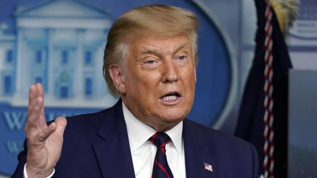 Donald Trump spricht auf einer Pressekonferenz im Weißen Haus. Foto: Evan Vucci/AP/dpa