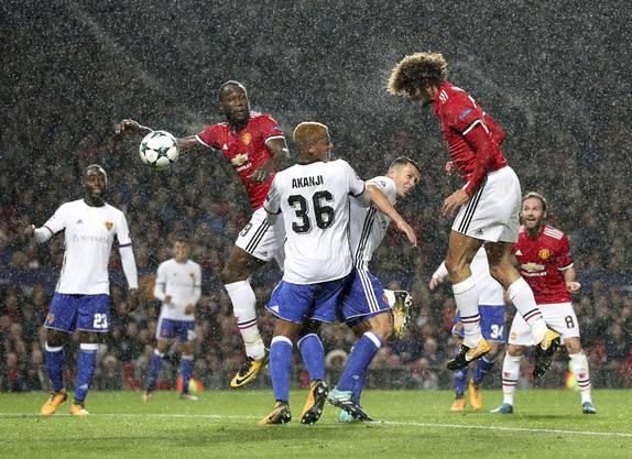 Champions League (1. Spieltag): Der FCB verliert in Manchester mit 0:3. Gerade trifft Fellaini zur Führung. Kollege Lukaku sollte später nachdoppeln.