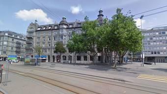 Das ehemalige Bankgebäude am Helvetiaplatz, rechts soll das Boulevardcafé eröffnen, mit Plätzen bis zum Brunnen.
