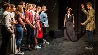 Das Theaterstück entführt die Dichterin Sophie Haemmerli-Marti aus ihrem analogen Zeitalter in die Gegenwart