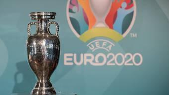 Der EM-Pokal muss wegen Corona ein Jahr länger auf einen neuen Sieger warten. In unserem Quiz gibt es aber heute schon Gewinner.