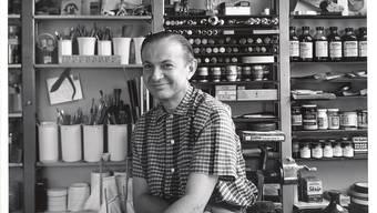 Alexander Girard in den frühen 1950er-Jahren in seinem Studio. Er war damals Mitte 40. Charles Eames