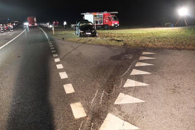 Die beiden Autos wurden beim heftigen Aufprall rund 80 Meter auseinander geschleudert.