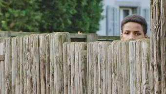 Ein scheuer Blick über den Zaun: Viele der unbegleiteten minderjährigen Asylbewerber haben eine gefährliche Flucht hinter sich.