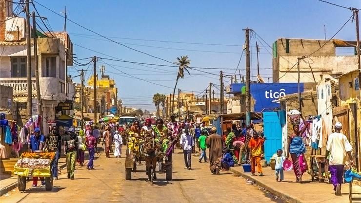 In Saint Louis, der ältesten Kolonialstadt Senegals, bekommt das Wort Dichtestress eine neue Bedeutung. Mauritius Images