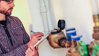 In Rudolfstetten lesen die Einwohnerinnen und Einwohner ihren Wasserzähler selber ab und teilen den Verbrauch der Gemeinde mit. Toni Widmer