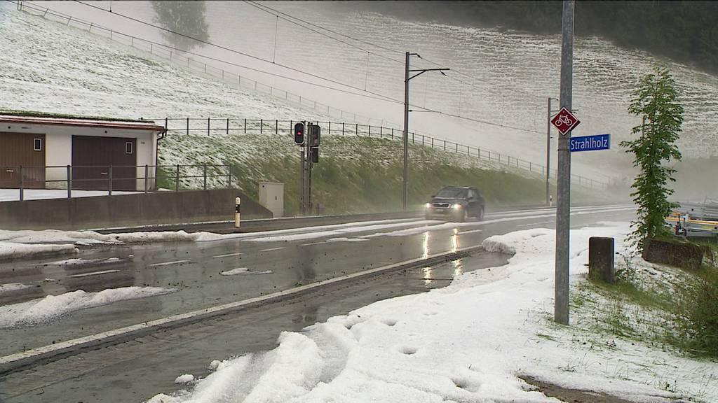 Wetterkapriolen: Blitz und Hagel sorgen für Einsätze