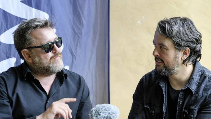 Guy Garvey und Craig Potter von der Band Elbow stehen der bz vor ihrem Konzert am Stimmen-Festival Red und Antwort.