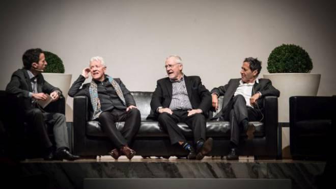 Sie diskutierten (v. l.): Moderator Patrik Müller («Schweiz am Sonntag»), HSG-Professor Franz Jaeger, Ex-Stapi Elmar Ledergerber und Medienpionier Roger Schawinski. Foto: Jiri Reiner