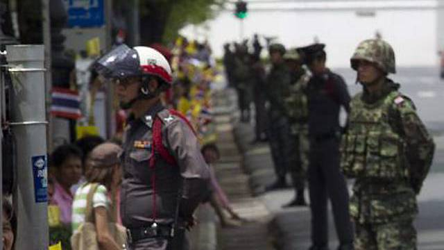 Soldaten in den Strassen Bangkoks
