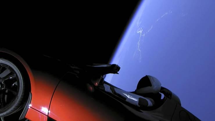 Der Gründer und Vorstandschef von SpaceX, Elon Musk, hat als Ladung für den Testflug seinen Elektro-Sportwagen der eigenen Marke Tesla in die Rakete laden lassen.