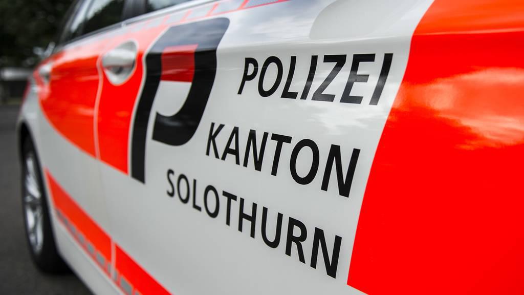 Falscher Polizist verletzt zwei Männer bei Raubüberfall