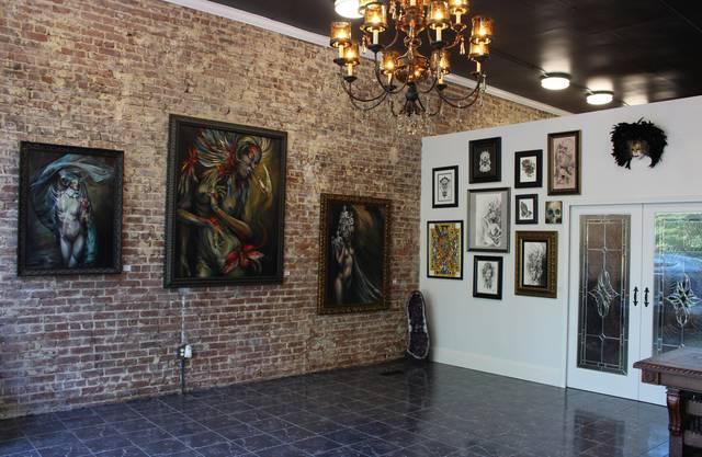 2016 eröffnete die Limmattalerin mit ihrem Mann das Tattoo-Studio Stygian Gallery.