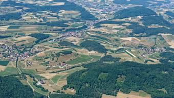 In Bözen (2.Dorf v.l.) stieg der Frauenanteil 2019 um 3,19 Prozent, in Elfingen (r.) sank er um 1,16 Prozent.