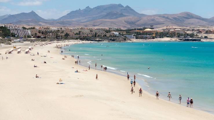 Zu den Kanarischen Inseln in Spanien, gehört unter anderem die Insel Fuerteventura. Die Inselgruppe ist eine beliebte Feriendestination.