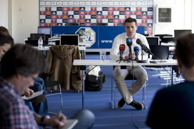 Am Morgen verabschiedete er sich in Basel mit einem Apéro vom FCB, am Mittag fing er in Luzern an: Alex Frei.