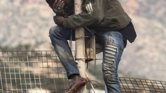 Bild der Verzweiflung: Migrant bei Melilla