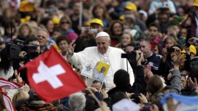 Seine Ausstrahlung zieht auch Konfessionslose in den Bann: Papst Franziskus. Foto: Ho