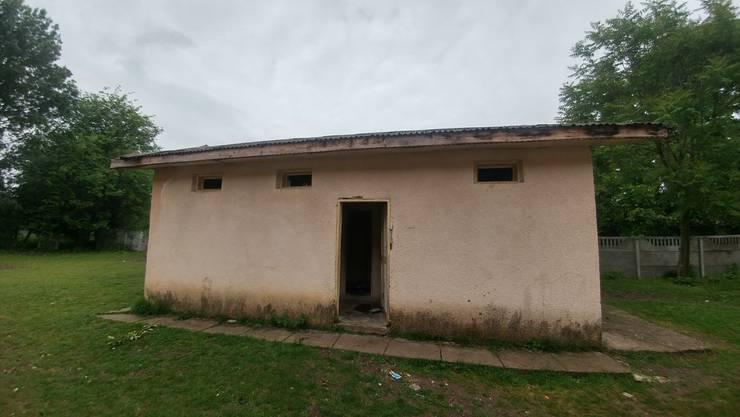 So sah das WC-Haus vor dem Umbau aus.