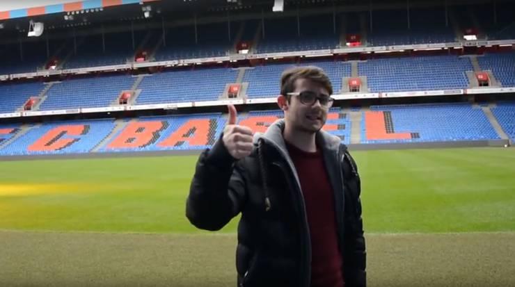 """Der Protagonist des E-Sports-Kanal """"Super Swiss Bros"""" fragt sich selbst, weshalb er vom FCB ins Stadion eingeladen wurde."""