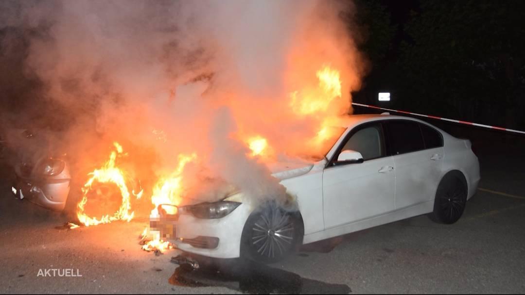 Feuerwehreinsatz in Solothurn: Zwei Autos brannten lichterloh