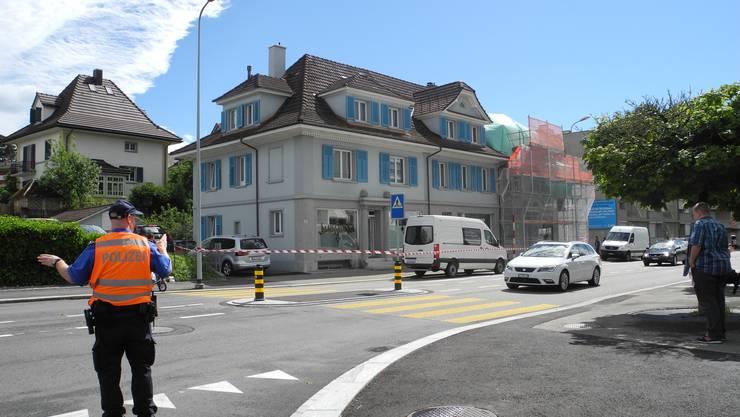 Grosseinsatz an der Zuchwilerstrasse: Die Sondereinheit Falk stürmte das Haus. Die Strasse wurde abgesperrt.