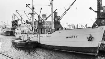 Ein Bild aus besseren Tagen: Das Frachtschiff Murten – auf einer Aufnahme von 1967 – ankert im Hafen der italienischen Stadt Genua.