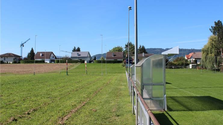 Die Aufbereitungsanlage entsteht neben dem Fussballplatz.