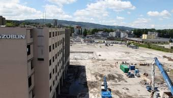 Anstelle des Züblin-Gebäudes entsteht im Reitmen das neue Schulhaus. Dafür budgetiert die Stadt 2015 Investitionen von knapp 20 Millionen. ZVG/Erika Mettier