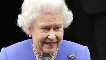Morgen Sonntag braucht die Queen einen langen Atem: Sie hat 87 Kerzen auszublasen (Archiv)