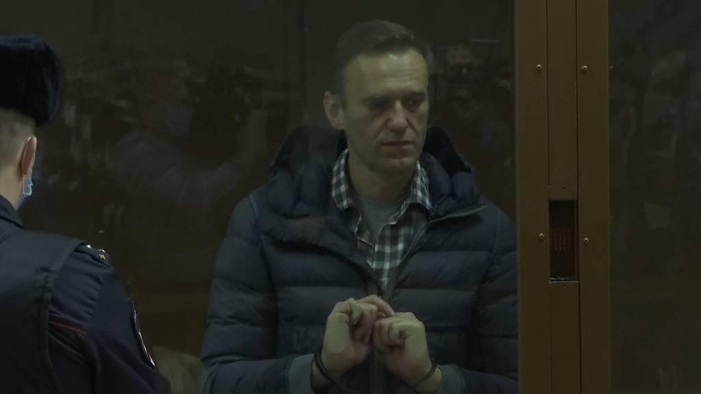 Ein Tag, zwei Prozesse: Nawalny muss ins Lager und Strafe zahlen