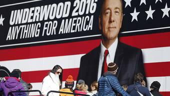 """Wahlpropaganda für den fiktiven Fred Underwood aus """"House of Cards"""". Neu gibt es sogar ein Porträt von ihm in einem angesehenen Museum (Archiv 13.2.16)."""