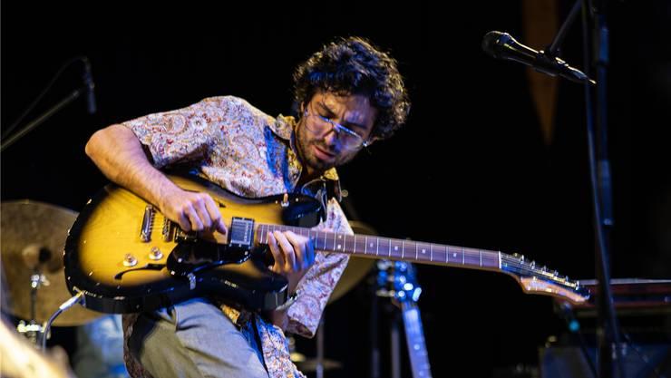 Gitarrist Shachar Elnatan lebte sich im Pflegidach voll aus.