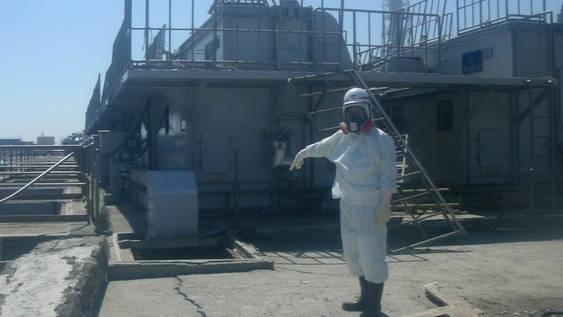 Mehrere Arbeiter haben den Reaktor 2 des AKW Fukushima inspiziert (Archiv)