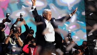 Erster linker Präsident Mexikos seit Jahrzehnten: Wahlsieger Andres Manuel Lopez Obrador vom Movimiento Regeneracion Nacional (Morena) vor Anhängern in Mexiko-Stadt.