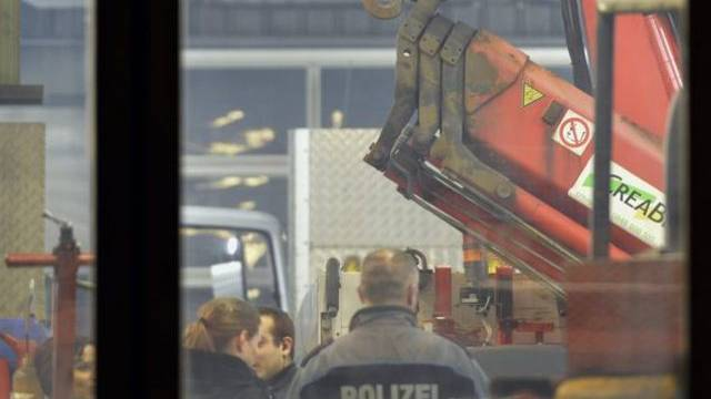 Blick in die Garage, in der sich am Donnerstag der Unfall ereignete