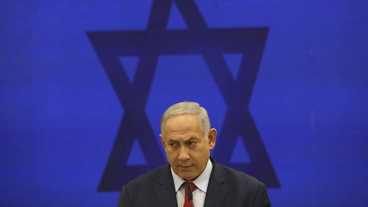 Israels Regierungschef Benjamin Netanjahu will sich von den Korruptionsvorwürfen nicht beirren lassen und weiter seinem Land dienen.