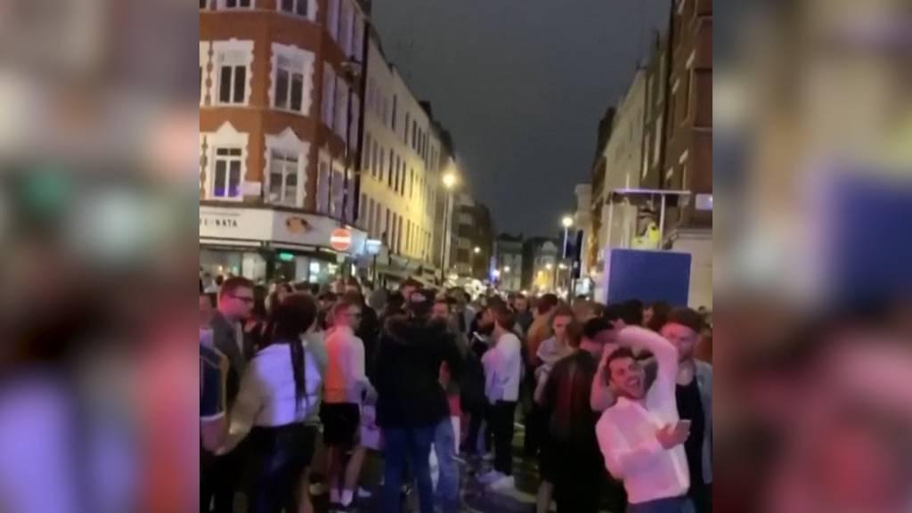 So sah es am Abend der Wiedereröffnung der Pubs in London aus